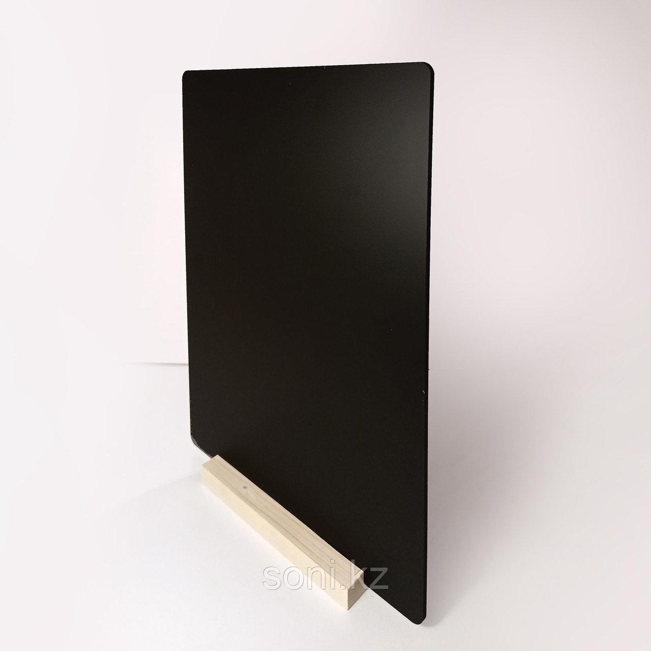 Настольная табличка А3 на деревянной подставке