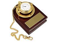 Часы Магистр с цепочкой на деревянной подставке, золотистый матовый/красное дерево