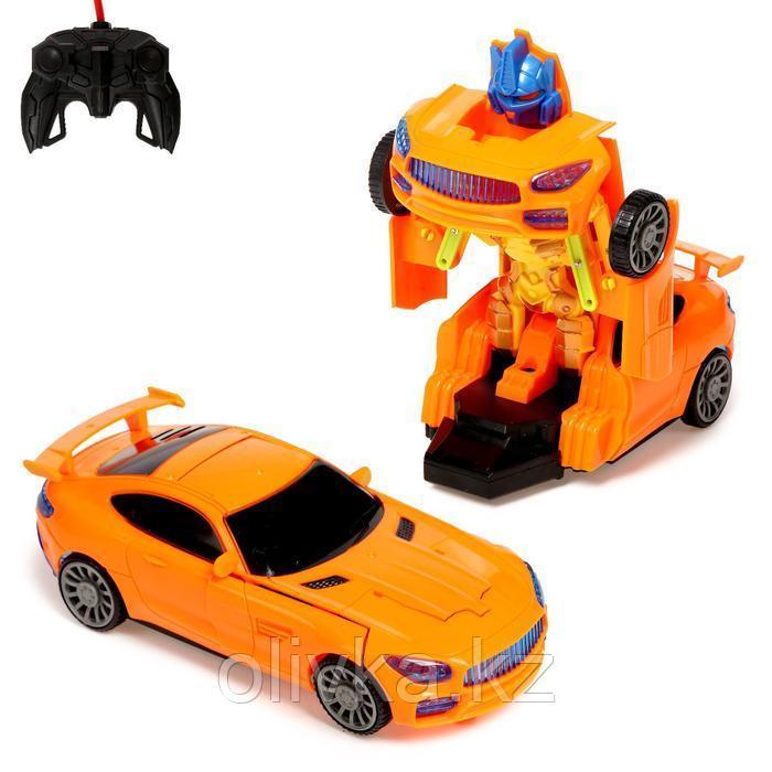 """Робот радиоуправляемый """"Автобот"""", трансформируется, работает от батареек, цвета МИКС"""
