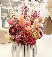 Композиция из сухоцветов, +кашпо ив светлых тонах, высота 30-40 см ,срок хранения от 3 лет и более
