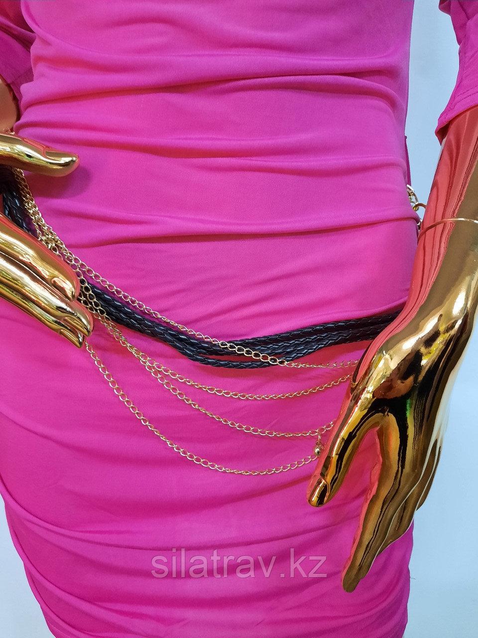 Женское розовое мини платье с пояском - фото 2