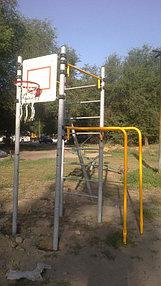 Многофункциональный спортивный комплекс для ребят постарше - и лестница, и турник и брусья. Можно и в баскетбол поиграть!