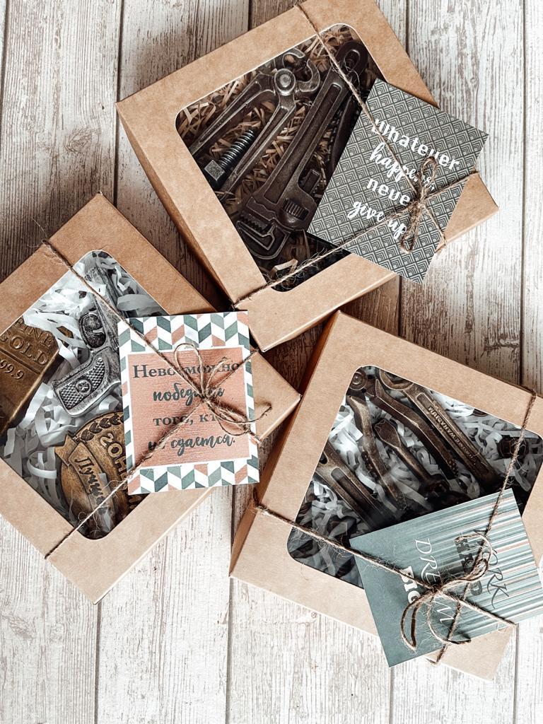 """Набор сладостей подарочный мужской """"подарок Парню"""" (шоколад в картонной коробке 17см х 17см)"""