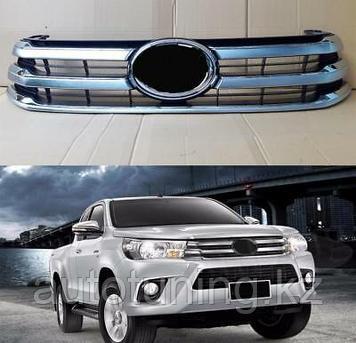 Решетка радиатора серая на Toyota Hilux Revo 2015-2018