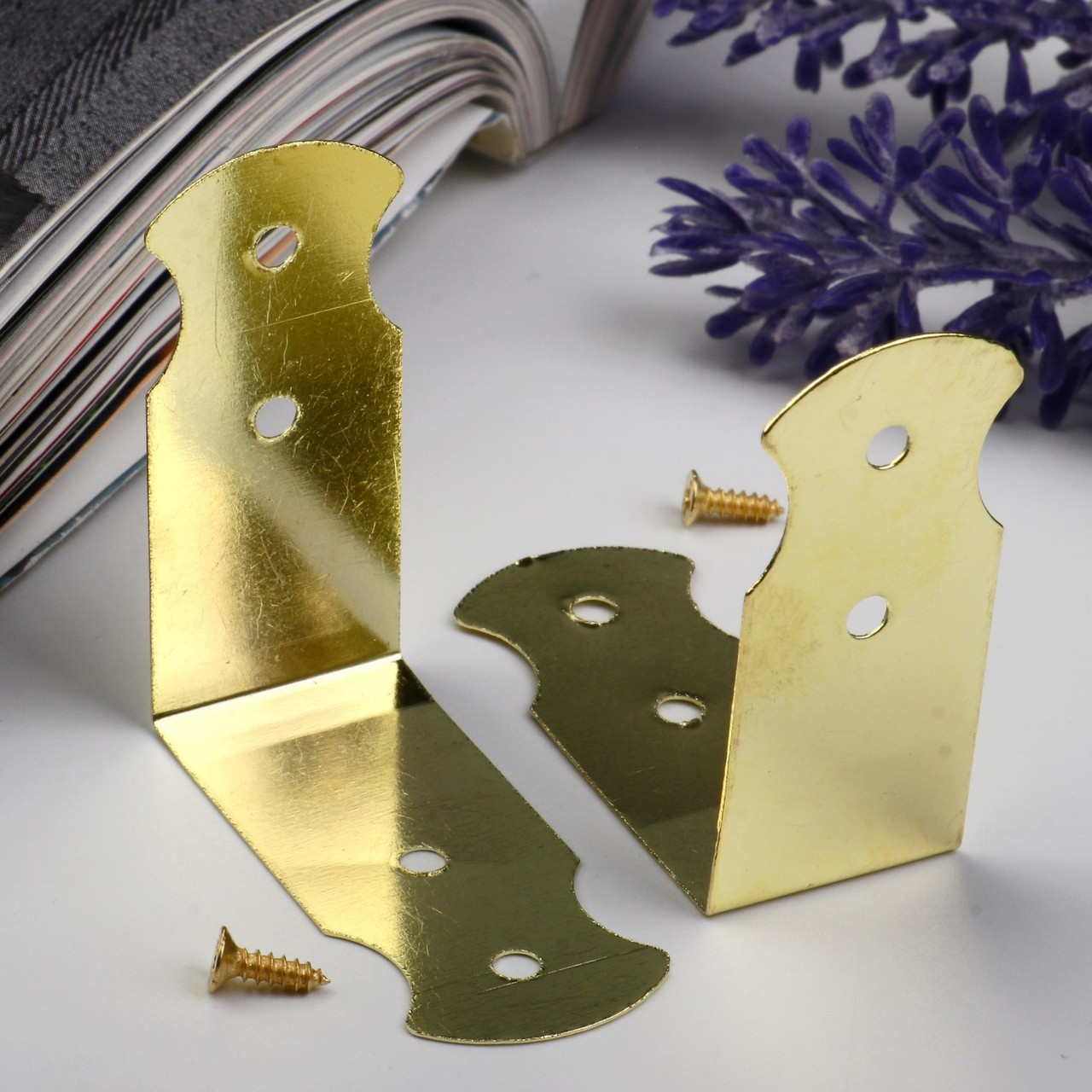 Уголок (накладка) для шкатулок металл + гвозд. золото 4,1х1,8 см (10 штук)