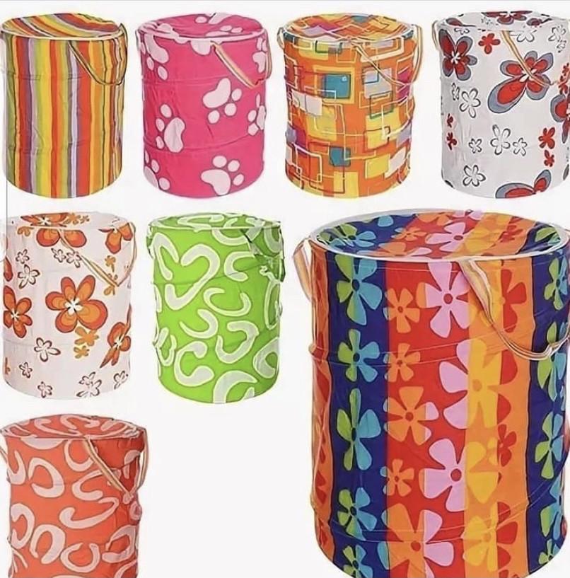 Тканевые контейнеры для игрушек или для белья с крышкой.