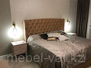 Спальный гарнитур: кровать, туалетный столик, тумбочки