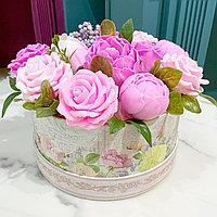Букет в коробке из мыльных цветов