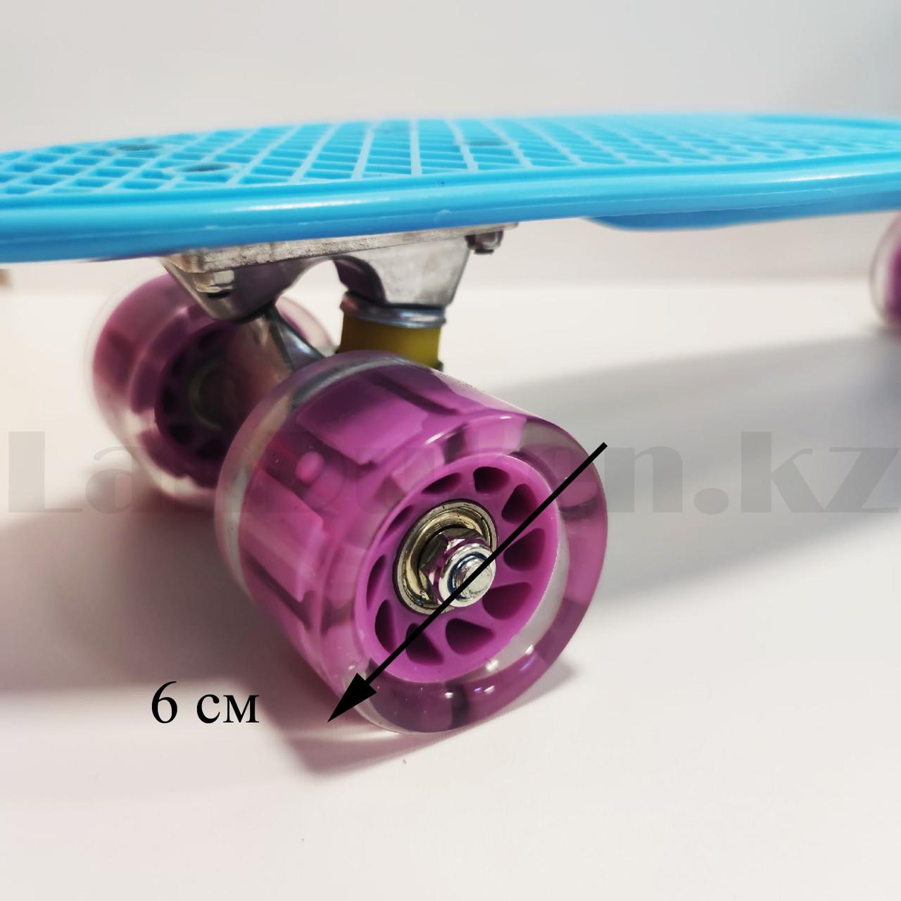Пенни борд подростковый 56*15 Penny Board с гелевыми светящимися фиолетовыми колесами голубой - фото 3