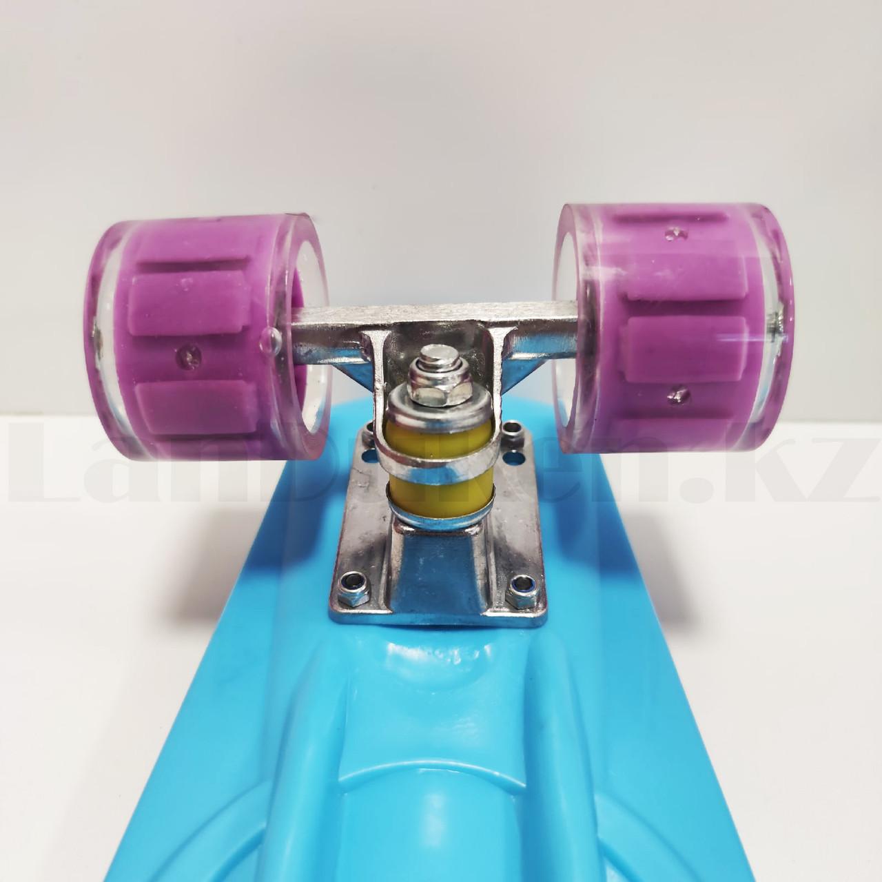 Пенни борд подростковый 56*15 Penny Board с гелевыми светящимися фиолетовыми колесами голубой - фото 5