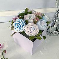 Букет в коробке из цветов из мыла с двойным дном