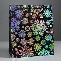 Пакет голография вертикальный «Снежинки», ML 23 × 27 × 11,5 см