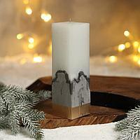 Свеча интерьерная белая с бетоном, низ золото, 5 х 5 х18 см