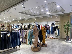 """Торгового оборудования для сети магазинов """"DressME"""" с использованием системы Vertical и металлических стоек Лофт. 3"""