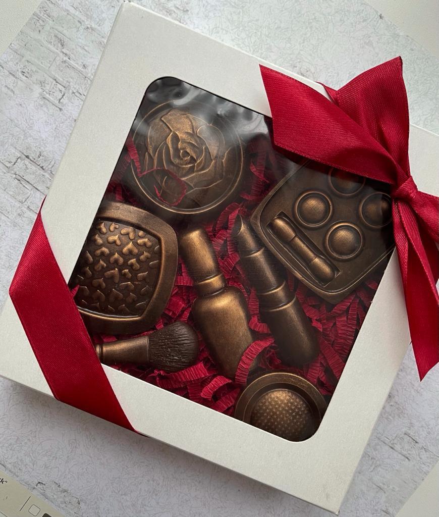 """Набор сладостей подарочный """"Для девушки"""" в ассортименте (шоколад в картонной коробке 17см х 17см)"""