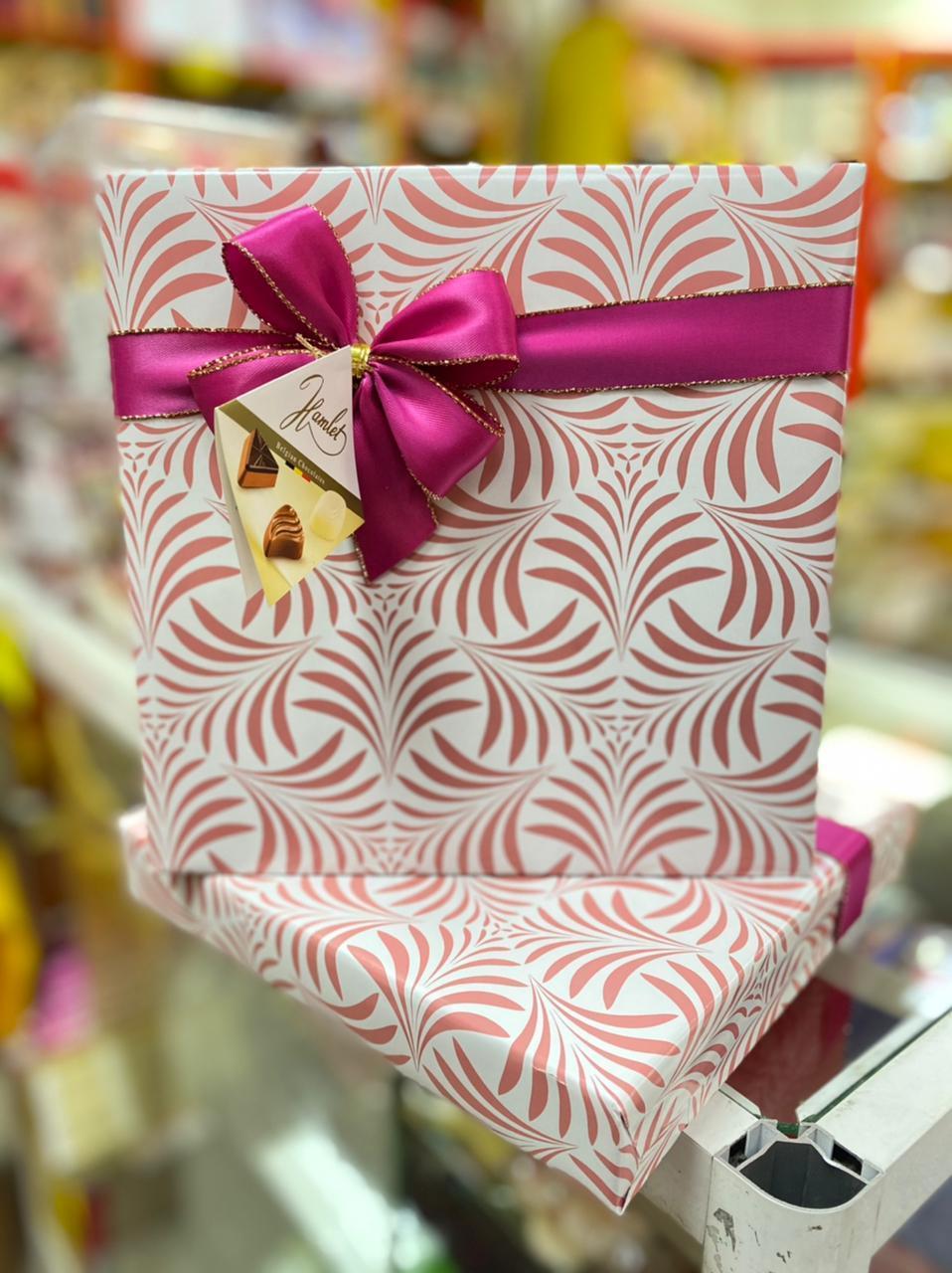 Подарочная коробка конфет шоколадные  в ассортименте вкусов (Бельгийский шоколад)