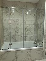 Стеклянные шторки и двери на ванну