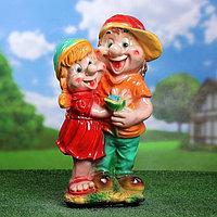 """Садовая фигура """"Мальчик с девочкой"""" средняя 21х23х53см МИКС"""