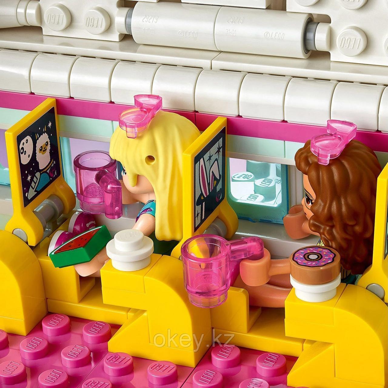 LEGO Friends: Самолёт в Хартлейк Сити 41429 - фото 9