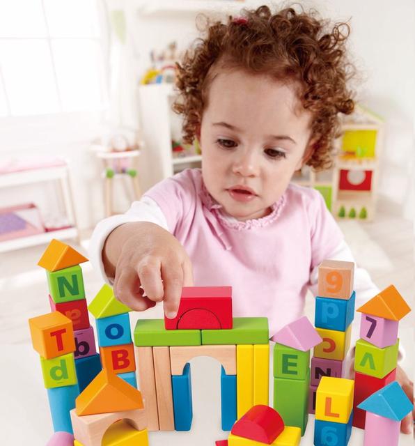 Детские кубики и пирамидки