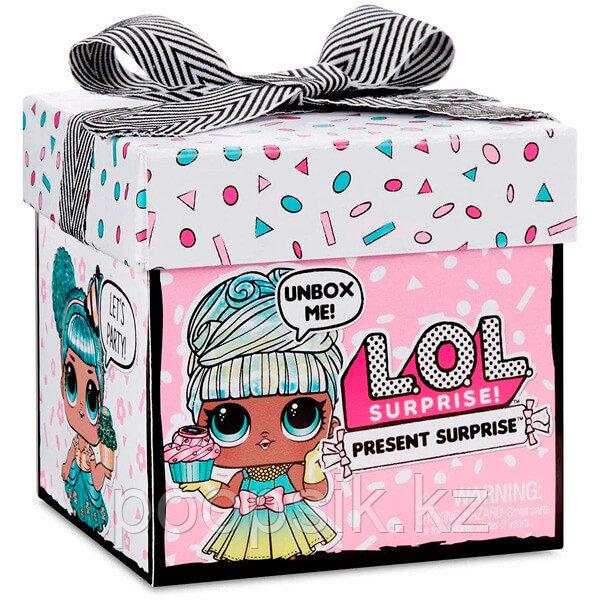 ЛОЛ в подарочной коробке LOL Present Surprise - фото 1