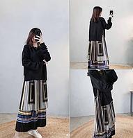 Комбинированный наряд: платье с плиссированной юбкой+ свитшот черного цвета