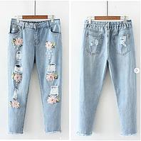 """Джинсы Denim """"Размер +"""" , с цветочной вышивкой и дырками."""
