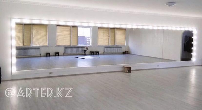 Зеркало для хореографического зала в МДФ раме и со светодиодной подсветкой Balletmirror