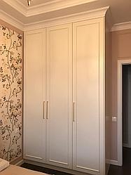 Шкаф в спальню. Белый
