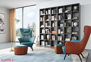 Дизайнерское кресло с пуфом