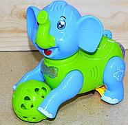999-34 Слоник Dancing Elephant катает шарик муз 3D на батарейках 18*17, фото 2
