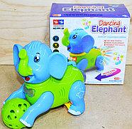 999-34 Слоник Dancing Elephant катает шарик муз 3D на батарейках 18*17, фото 3