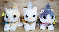 Котенок с бантиком (белый жёлтый серый) 20см