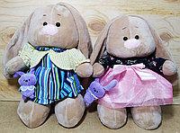 Зайчик в платье с игрушкой в руке 30см