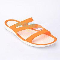 Женские оранжевые шлепанцы CROCS Women's Swiftwater Sandal 37