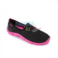 Женские черные розовые кроссовки CROCS Duet Busy Day Skimmer Slip Ons For Women