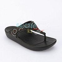 Коричневые шлепанцы Crocs Sloane Embellished Flip- Beaded