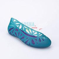 Голубые балетки Crocs Women s Adrina III Peep Toe Flat