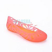Оранжевые балетки Crocs Women s Adrina III Peep Toe Flat