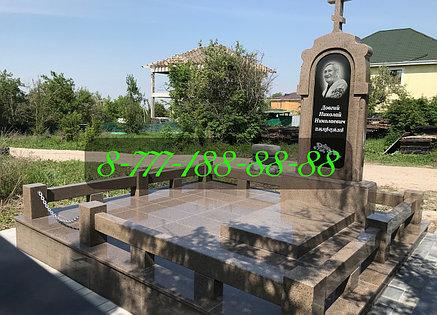 Гранитные оградки на кладбище, фото 2
