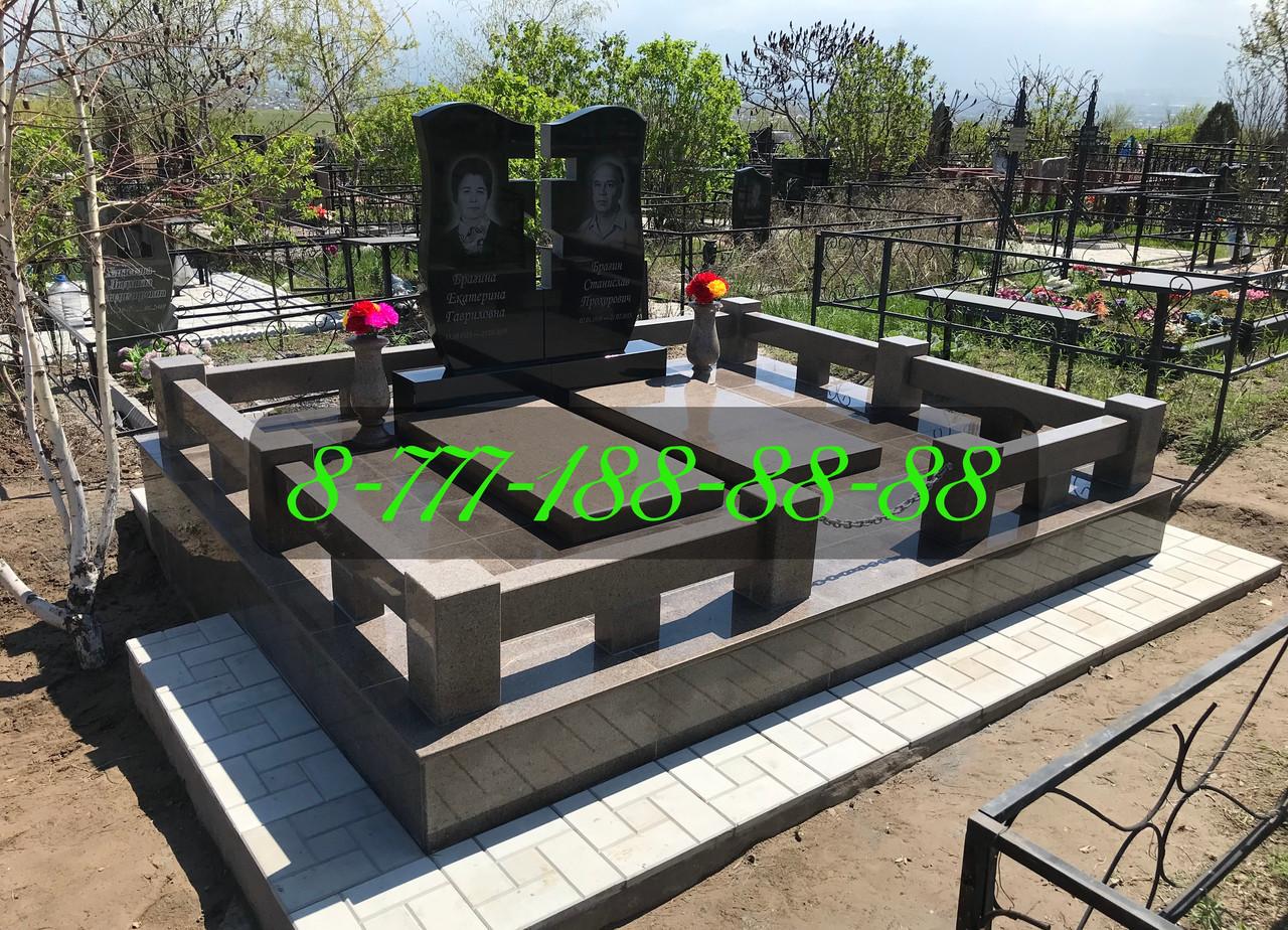 Гранитная оградка на могиле