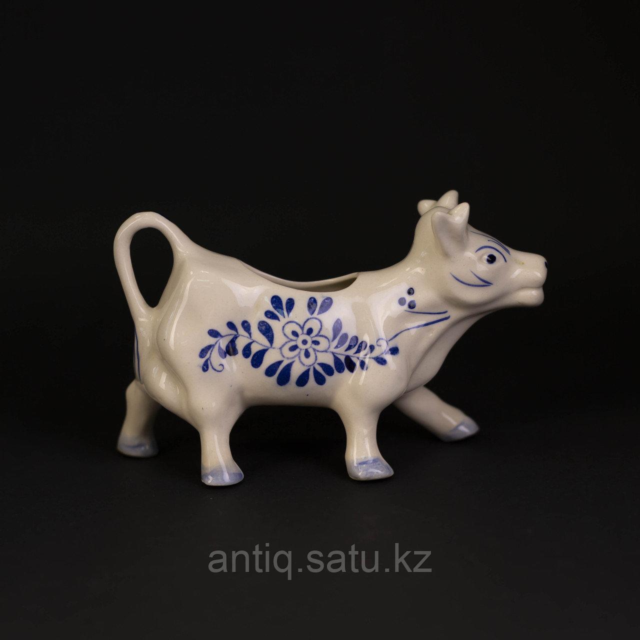 Коллекционный молочный молочник в виде коровы. - фото 3