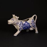 Коллекционный молочный молочник в виде коровы.