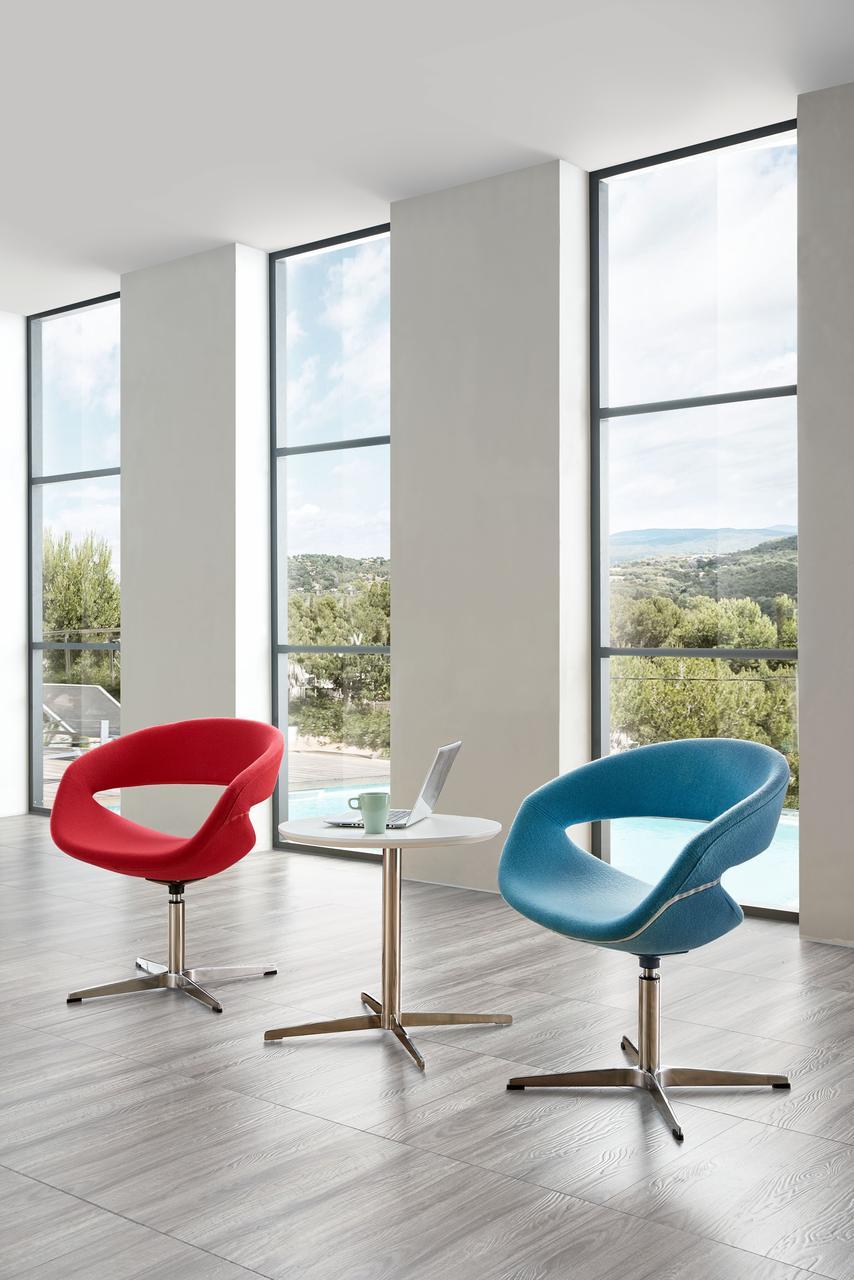 Мягкое кресло в стиле модерн