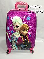 Детский чемодан для девочек из пластика ,5-7 лет,на 4-х колесах .Высота 46 см, ширина 30 см, глубина 22 см,