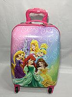 Детский чемодан для девочек на колесах, на 5-7 лет. Высота 46 см, ширина 30 см, глубина 22 см.