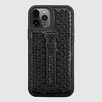 Чехол для телефона iPhone 12/12 Pro с ремешком-держателем питон чёрный