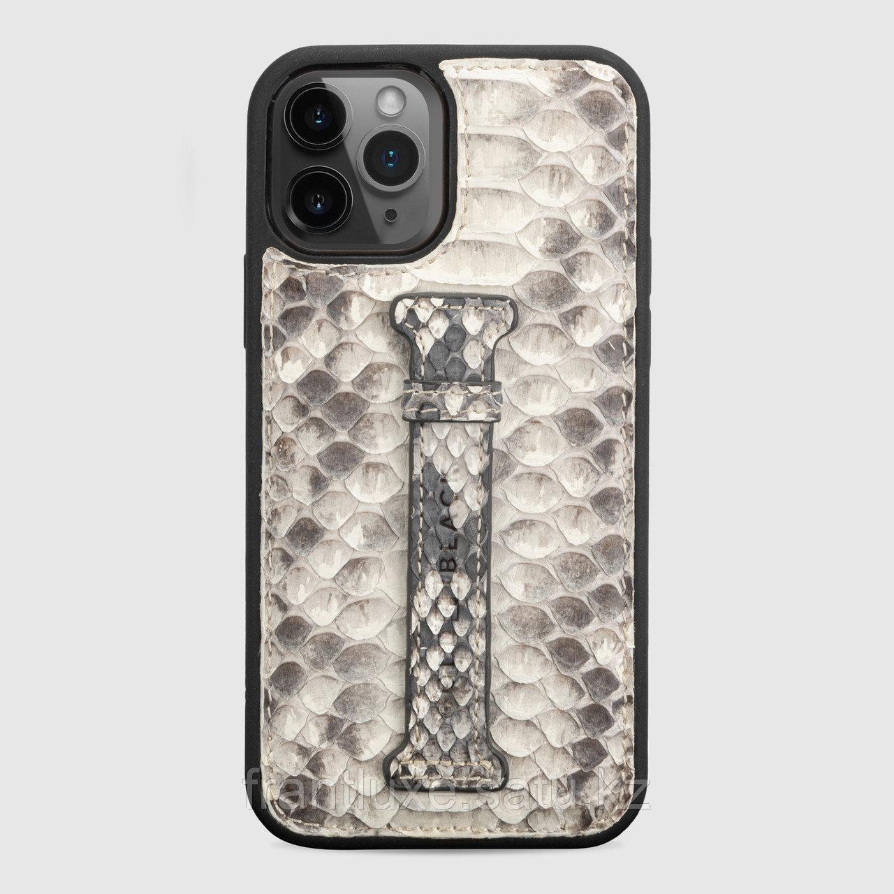 Чехол для телефона iPhone 12/12 Pro с ремешком-держателем питон натуральный - фото 1