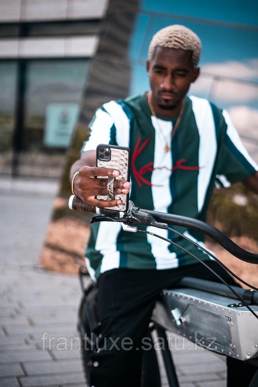 Чехол для телефона iPhone 12/12 Pro с ремешком-держателем питон натуральный - фото 6
