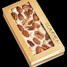 Белый шоколад ручной работы с миндалем, фундуком и орехом пекан